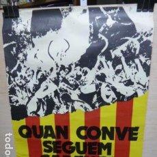 Carteles Políticos: QUAN CONVE SEGUEM CADENAS -ELS SEGADORS -CARTEL 1976 DE LA TRANSICION MUY RARO. Lote 105556551