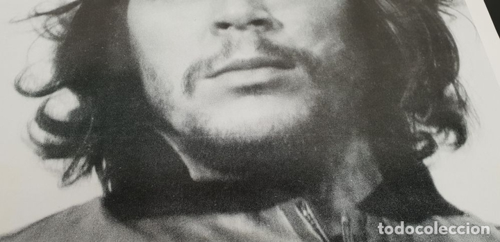 Carteles Políticos: POSTER DE FOTOGRAFÍA ORIGINAL. CHE GUEVARA. FIRMADA ALBERTO DÍAZ KORDA. 2000. - Foto 5 - 138578030