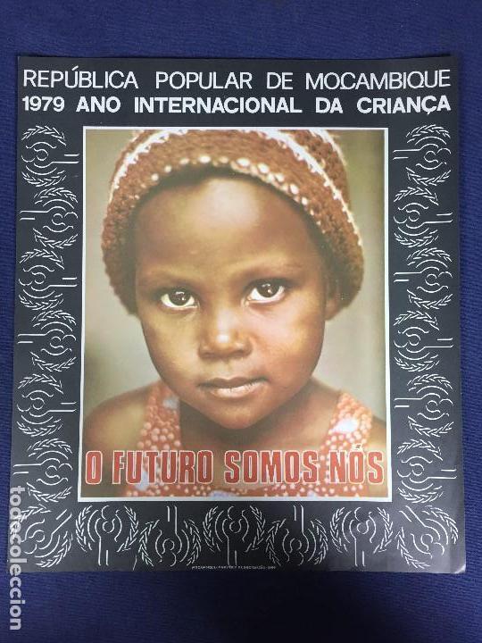CARTEL POLITICO 1979 ANO INTERNACIONAL NIÑO CRIANÇA REPUBLICA POPULAR MOÇAMBIQUE O FUTURO SOMOS NOS (Coleccionismo - Carteles gran Formato - Carteles Políticos)