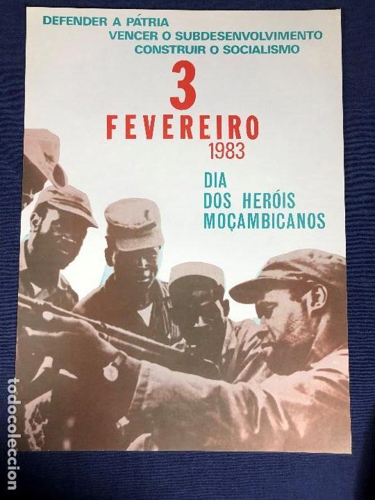 CARTEL MOÇAMBIQUE DEFENDER PATRIA 1983 HEROIS 3 FEVEREIRO 39X28CMS (Coleccionismo - Carteles gran Formato - Carteles Políticos)