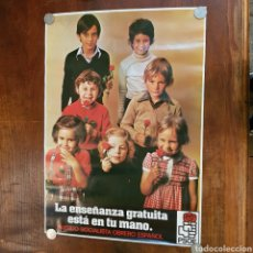 Carteles Políticos: PSOE 1977 LA ENSEÑANZA GRATUITA ESTA EN TU MANO CARTEL 69 CM X 49 CM. Lote 174073568