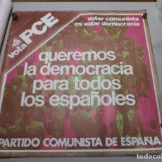Carteles Políticos: CARTEL POLITICO PLENA TRANSICION AÑO 1977 ORIGINAL VOTA PCE MIDE 64X64 CMS. Lote 200361673