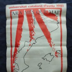 Carteles Políticos: POSTER CARTEL DE PAPEL UNIVERSITAT CATALANA D'ESTIU. PRADA 1981.. Lote 210473380