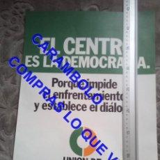 Carteles Políticos: 45 CM CARTEL UNION DE CENTRO DEMOCRATICO EL CENTRO ES LA DEMOCRACIA POLITICA C7. Lote 254033365