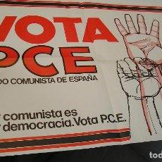 Carteles Políticos: ANTIGUO CARTEL POLITICO VOTA PCE PARTIDO COMUNISTA 1977 66 X46 CM MUY BUEN ESTADO. Lote 261641955
