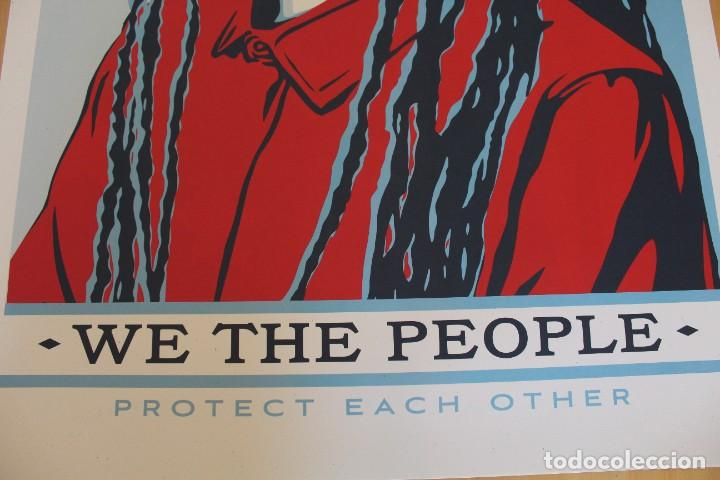 Carteles Políticos: Litografía Offset de Obey - We the People Protect Each Other - Tamaño gigante - 61 x 91 cm - Foto 2 - 272739378