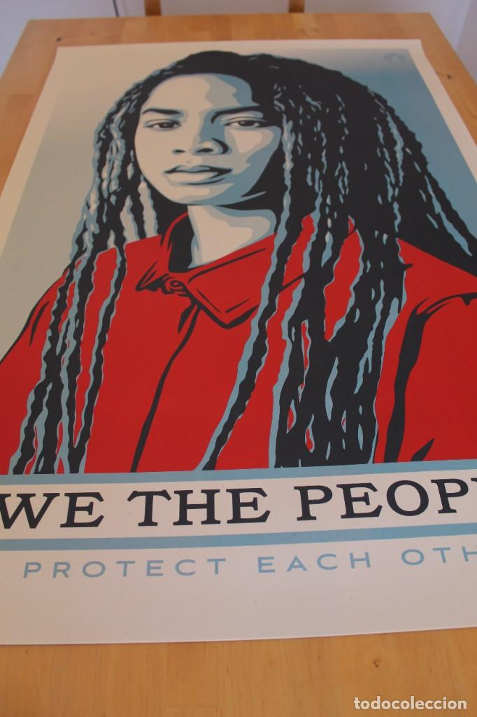 Carteles Políticos: Litografía Offset de Obey - We the People Protect Each Other - Tamaño gigante - 61 x 91 cm - Foto 6 - 272739378