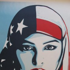 Carteles Políticos: LITOGRAFÍA OFFSET DE OBEY - WE THE PEOPLE ARE GREATER THAN FEAR - TAMAÑO GIGANTE - 61 X 91 CM. Lote 272739793