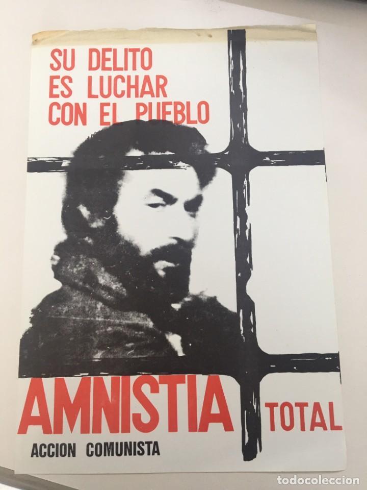 CARTEL DE ACCIÓN COMUNISTA DE 1977 SOLICITANDO LA AMNISTÍA TOTAL PARA LOS PRESOS POLÍTICOS. (Coleccionismo - Carteles gran Formato - Carteles Políticos)