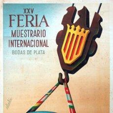 Carteles Publicitarios: CARTEL XXV FERIA MUESTRARIO INTERNACIONAL. BODAS DE PLATA. VALENCIA 1947. AUTOR: CALANDIN 63X100 CM. Lote 37089739