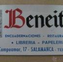 Carteles Publicitarios: CARTON DURO PUBLICIDAD BENEITEZ LIBRERIA PAPELERIA, SALAMANCA - AÑOS 1950-60. Lote 40970089
