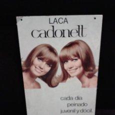 Carteles Publicitarios: CARTÓN CON PUBLICIDAD DE LACA CADONETT. GAEZ. 1968. PERFUMERIA. 44 X 23 CM. Lote 42596708