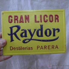Carteles Publicitarios: ANTIGUO CARTEL TROQUELADO DE PUBLICIDAD, GRAN LICOR RAYDOR. Lote 44467013