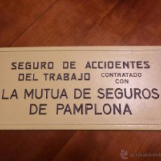 Carteles Publicitarios: CARTEL LA MUTUA DE SEGUROS DE PAMPLONA. Lote 53845299