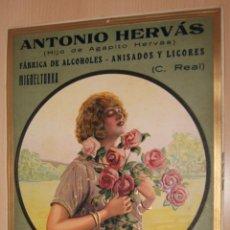 Carteles Publicitarios: PRECIOSO CARTEL TROQUELADO DE ANTONIO HERVÁS - FÁBRICA DE ALCOHOLES, ANISADOS Y LICORES - AÑO 1917. Lote 54437162