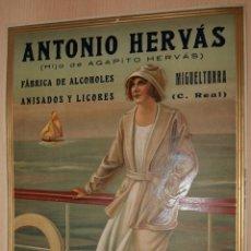 Carteles Publicitarios: PRECIOSO CARTEL TROQUELADO DE ANTONIO HERVÁS - FÁBRICA DE ALCOHOLES, ANISADOS Y LICORES - AÑO 1917. Lote 131028147