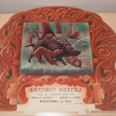 Carteles Publicitarios: PRECIOSO CARTEL TROQUELADO DE ANTONIO HERVÁS - FÁBRICA DE ALCOHOLES, ANISADOS Y LICORES - AÑO 1917. Lote 54437331