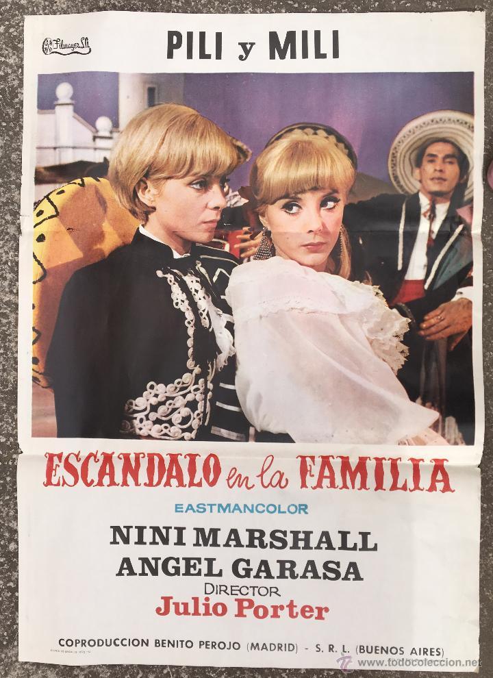CARTEL PUBLICIDAD CINE PILI Y MILI ESCANDALO EN LA FAMILIA NINI MARSHALL DECORACION VINTAGE (80) (Coleccionismo - Carteles Gran Formato - Carteles Publicitarios)