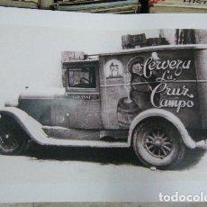Affissi Pubblicitari: CARTEL PUBLICITARIO CERVEZAS LA CRUZ DEL CAMPO. FURGONETA DE REPARTO 69X50CM. CARTELPUBLI-013,5. Lote 69368493