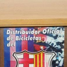 Carteles Publicitarios: ANTIGUO CARTEL PUBLICITARIO DEL DISTRIBUIDOR OFICIAL DE BICICLETAS DEL FUTBOL CLUB BARCELONA!. Lote 77506414