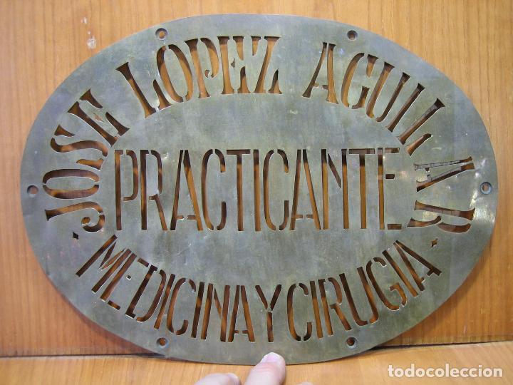 Carteles Publicitarios: Antiguo cartel publicitario en latón. José López Aguilar. Practicante. Medicina y cirugía.M 31x23 cm - Foto 3 - 118109431