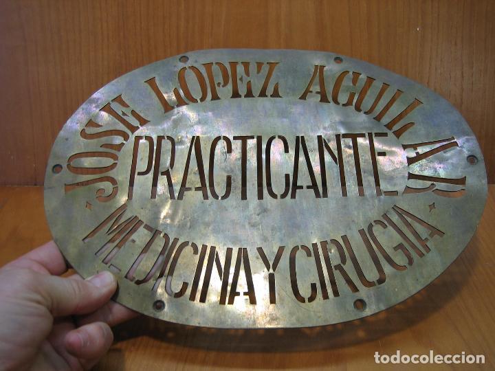 Carteles Publicitarios: Antiguo cartel publicitario en latón. José López Aguilar. Practicante. Medicina y cirugía.M 31x23 cm - Foto 4 - 118109431