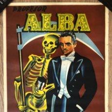 Carteles Publicitarios: CARTEL PROFESOR ALBA. EL HOMBRE QUE JUEGA CON LA MUERTE, MAGIA. Lote 226427225