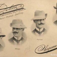 Carteles Publicitarios: 1897 PUBLICIDAD SOMBREROS CHAPEAU VROTÉE SOBRE CARTULINA NEGRA 32,3×45,8 CM. Lote 155287474