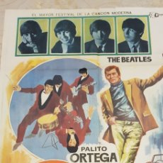 Carteles Publicitarios: EL REY EN LONDRES. THE BEATLES.CARTEL LITOGRAFICO.1968.. Lote 165965878