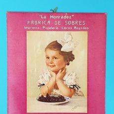 Carteles Publicitarios: CARTEL DE CARTON LA HONRADEZ FABRICA DE SOBRES HIJOS DE F. FERRER BARCELONA 37X30CM ¿AÑOS 20? POSTER. Lote 182983913
