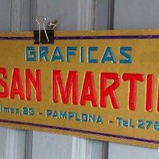 Carteles Publicitarios: GRAFICAS SAN MARTIN. PAMPLONA. CARTEL DE PUBLICIDAD EN CARTÓN. Lote 191736810