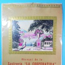 Carteles Publicitarios: CARTEL CARTON OBSEQUIO DE LA SASTRERIA LA COOPERATIVA DE JOAN CURA BARCELONA 47 X 33,50 CM. Lote 194720005