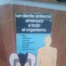 Carteles Publicitarios: CARTEL PUBLICITARIO - OMS - ORGANIZACION MUNDIAL SALUD - UN DIENTE ENFERMO AMENAZA AL ORGANISMO. Lote 195417125