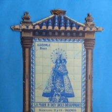 Carteles Publicitarios: ALBEROLA HNOS. FABRICA DE CORSES, GENEROS DE PUNTO, MARE DE DEU DELS DESAMPARATS - PUBLI. TROQUELADA. Lote 217734280