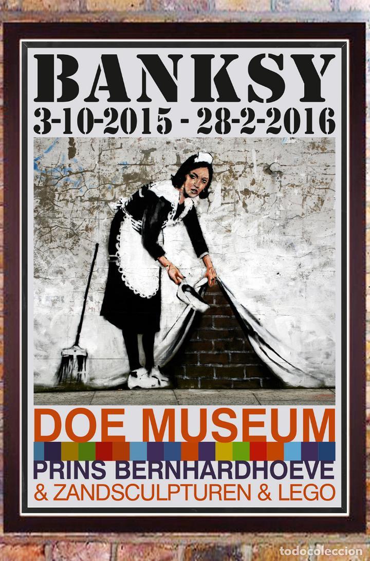 CARTEL EXPOSICION, BANKSY. EN DOE MUSEUM - 2015-OFFSET LITHOGRAPH IN COLOURS-118×84 CM (Coleccionismo - Carteles Gran Formato - Carteles Publicitarios)