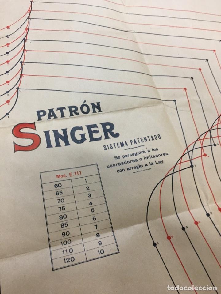 Carteles Publicitarios: Patrón Singer - Lote de 4 carteles infografías - Moda ropa antigua publicidad póster - Foto 8 - 278329258