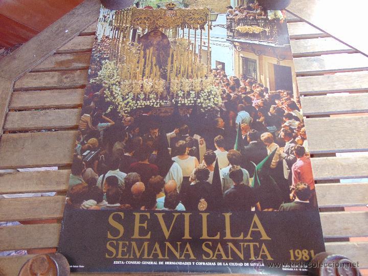 CARTEL DE LA SEMANA SANTA DE SEVILLA MIDE 67 X 48 CM ESPERANZA DE TRIANA 1981 (Coleccionismo - Carteles Gran Formato - Carteles Semana Santa)