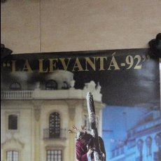 Affiches de Semaine Sainte: ANTIGUO CARTEL.LA LEVANTA 92. SEVILLA.1992. GRAN PODER.FOTO AGUERA OSTOS.. Lote 87251196