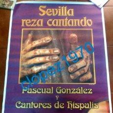 Carteles de Semana Santa: SEMANA SANTA SEVILLA, ESPECTACULAR CARTEL ESPECTACULO SEVILLA REZA CANTANDO,100X70MM. Lote 135644923