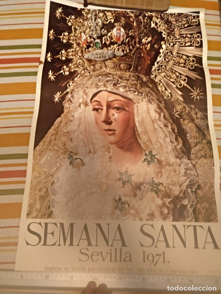 CARTEL SEMANA SANTA DE SEVILLA DE 1971 FOTO EMILIO SÁENZ 70X44,5 CENTÍMETROS (Coleccionismo - Carteles Gran Formato - Carteles Semana Santa)