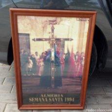 Carteles de Semana Santa: CARTEL OFICIAL SEMANA SANTA ALMERÍA 1994 CON MARCO DE MADERA Y CON CRISTAL. Lote 157810244