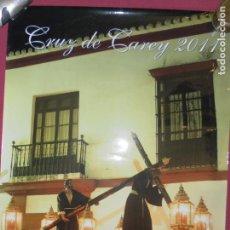 Affiches de Semaine Sainte: CARTEL CRUZ DE CAREY 2011 SEVILLA - FOTOGRAFÍA SALAZAR-BAJUELO. MEDIDAS 69X50 CM. . Lote 159253314