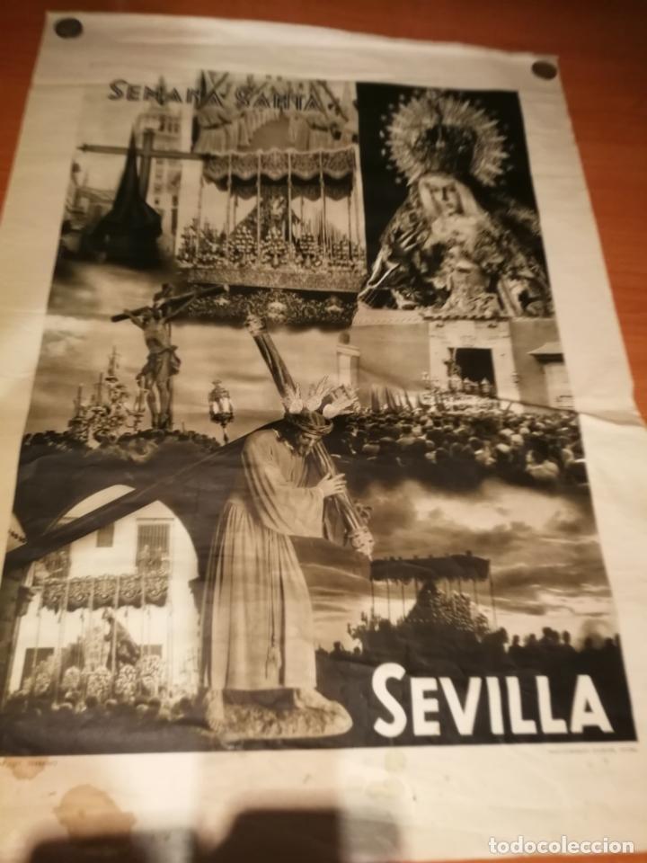 CARTEL SEMANA SANTA SEVILLA 1944 ORIGINAL FOTOGRAFO SERRANO HUECOGRABADO FOURNIER VICTORIA (Coleccionismo - Carteles Gran Formato - Carteles Semana Santa)