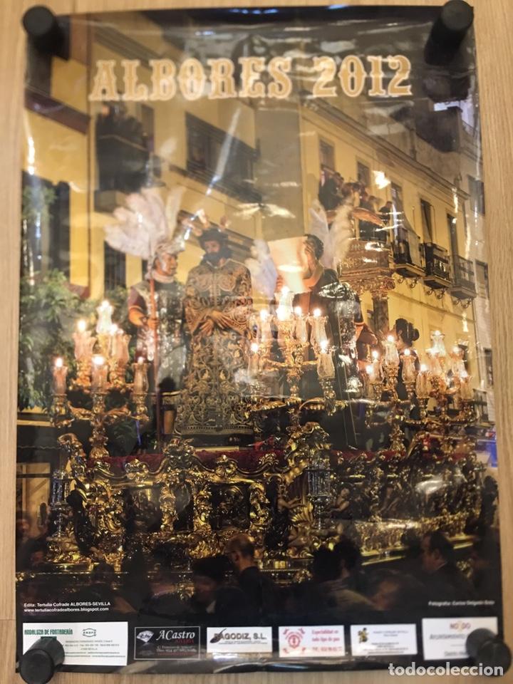 SEMANA SANTA DE SEVILLA - CARTEL ALBORES 2012 - FOTOGRAFIA CARLOS DELGADO SOTO -MEDIDAS 48.5X68.5CM (Coleccionismo - Carteles Gran Formato - Carteles Semana Santa)