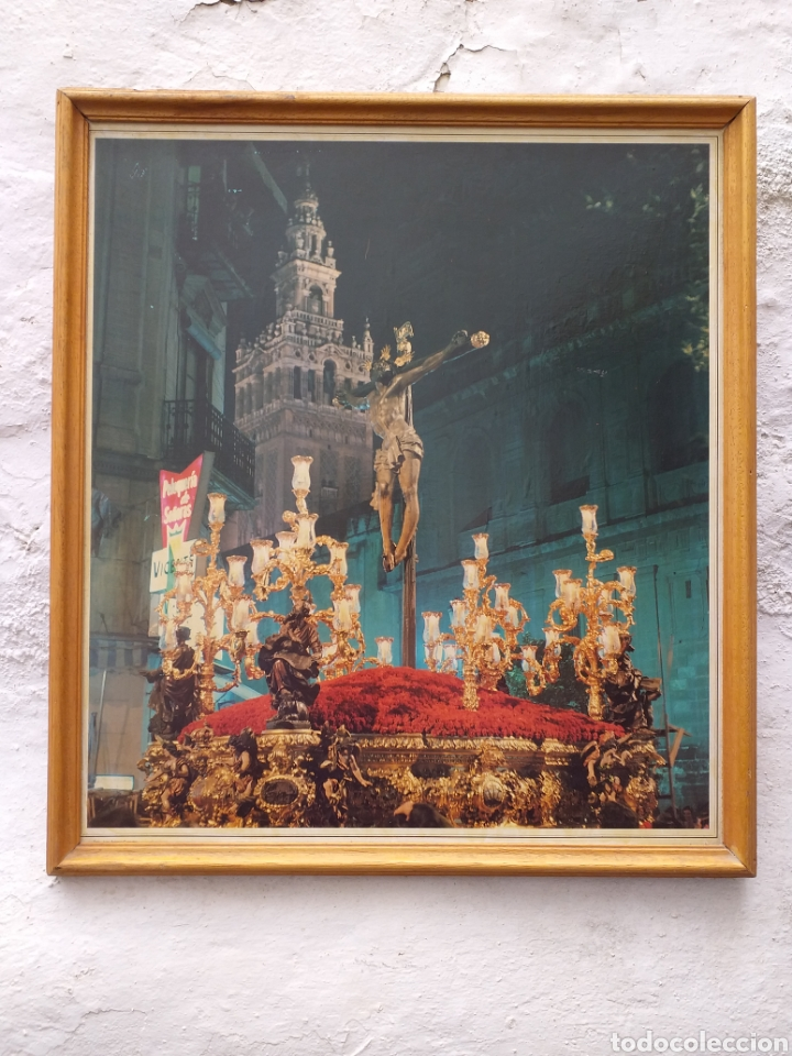CARTEL DE CRUCIFICADO CON LA GIRALDA AL FONDO (Coleccionismo - Carteles Gran Formato - Carteles Semana Santa)