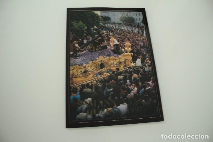 CARTEL DE SEMANA SANTA HUELVA PERIÓDICO ODIEL AÑO 1997 (Coleccionismo - Carteles Gran Formato - Carteles Semana Santa)