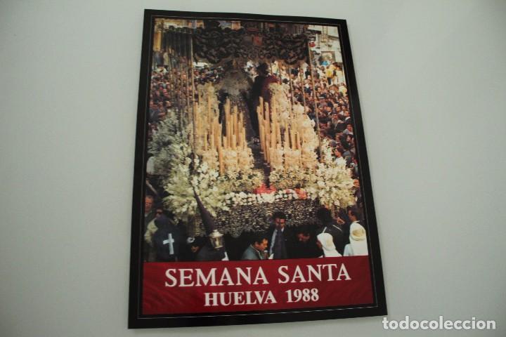 CARTEL DE SEMANA SANTA HUELVA PERIÓDICO ODIEL AÑO 1988 (Coleccionismo - Carteles Gran Formato - Carteles Semana Santa)