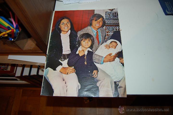 MANUEL BENÍTEZ, EL CORDOBÉS: PÓSTER CON SU FAMILIA. AÑOS 70 (Coleccionismo - Carteles Gran Formato - Carteles Toros)