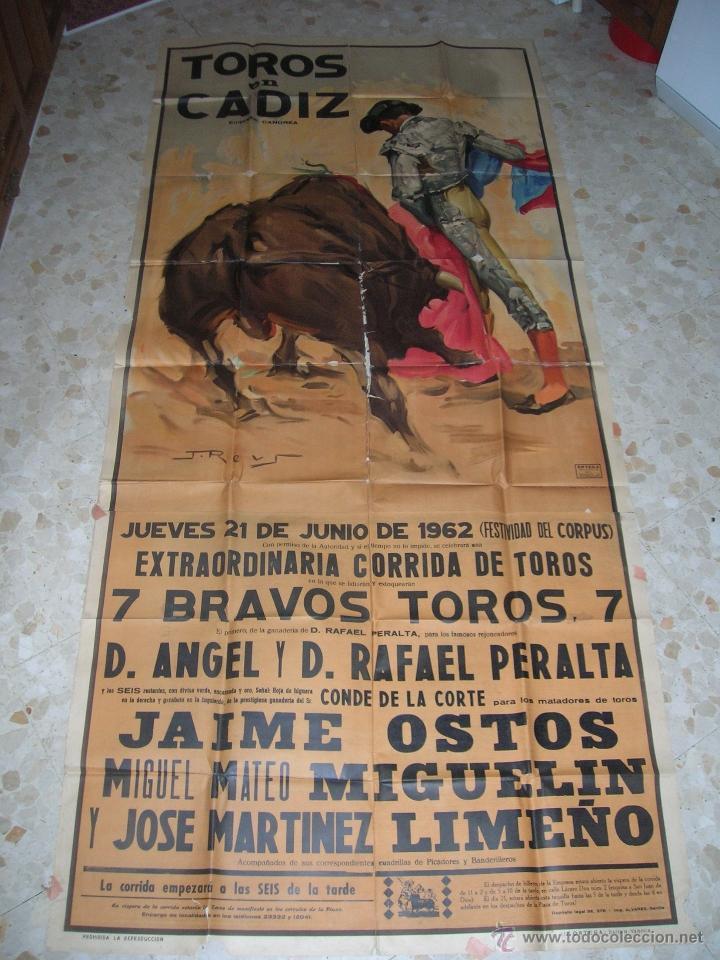 PLAZA DE TOROS DE CÁDIZ.GRAN CARTEL DE TOROS TAMAÑO BODEGA: 265 X 110 CTMS. NECESITA RESTAURACIÓN. (Coleccionismo - Carteles Gran Formato - Carteles Toros)