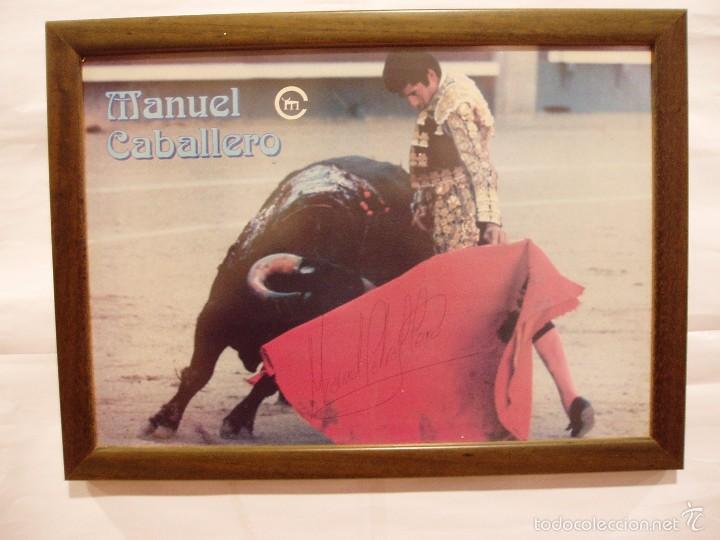 CARTEL DE MANUEL CABALLERO TOREANDO, FIRMADA POR EL TORERO, ENMARCADO (Coleccionismo - Carteles Gran Formato - Carteles Toros)